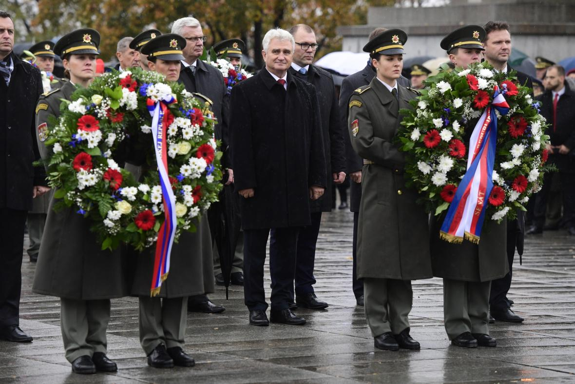 Předseda Senátu Milan Štěch (uprostřed)