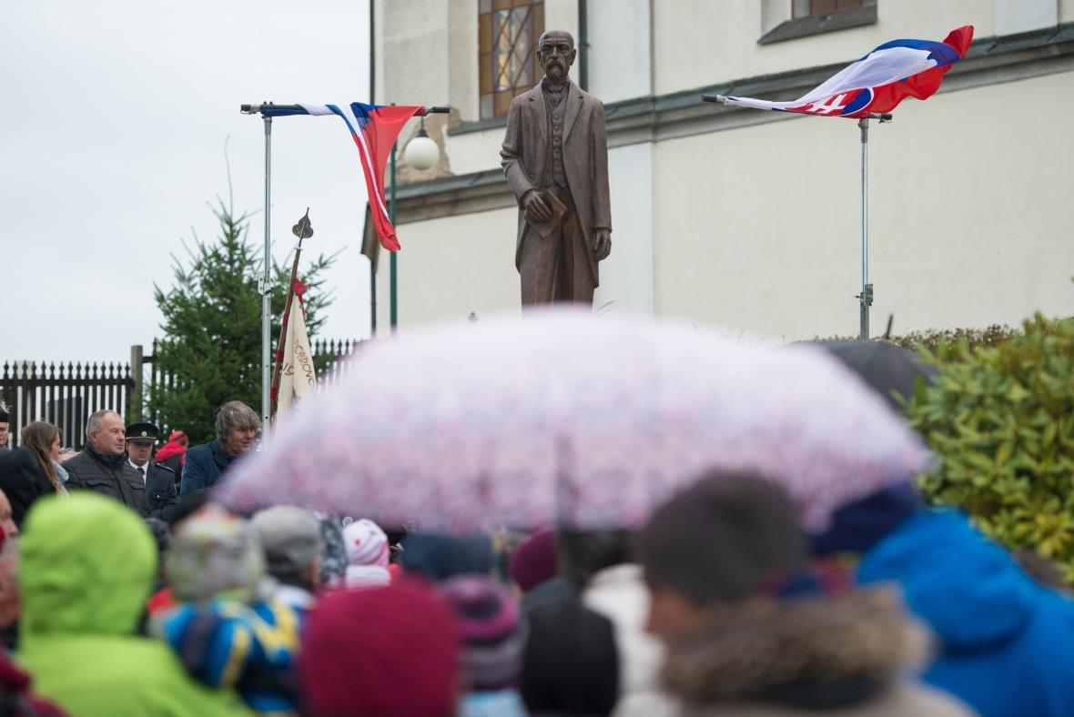 Socha prvního československého prezidenta Tomáše Garrigua Masaryka ve Studenci na Semilsku, odhalená k 100. výročí vzniku Československa