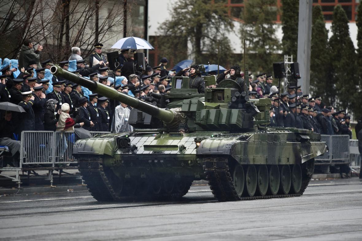 Tank T-72M4 CZ na vojenské přehlídce