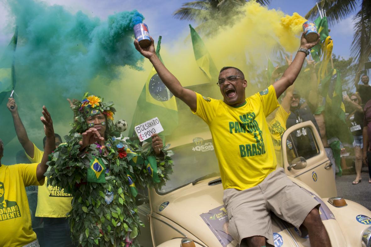 Bolsonarovi stoupenci oslavují jeho vítězství