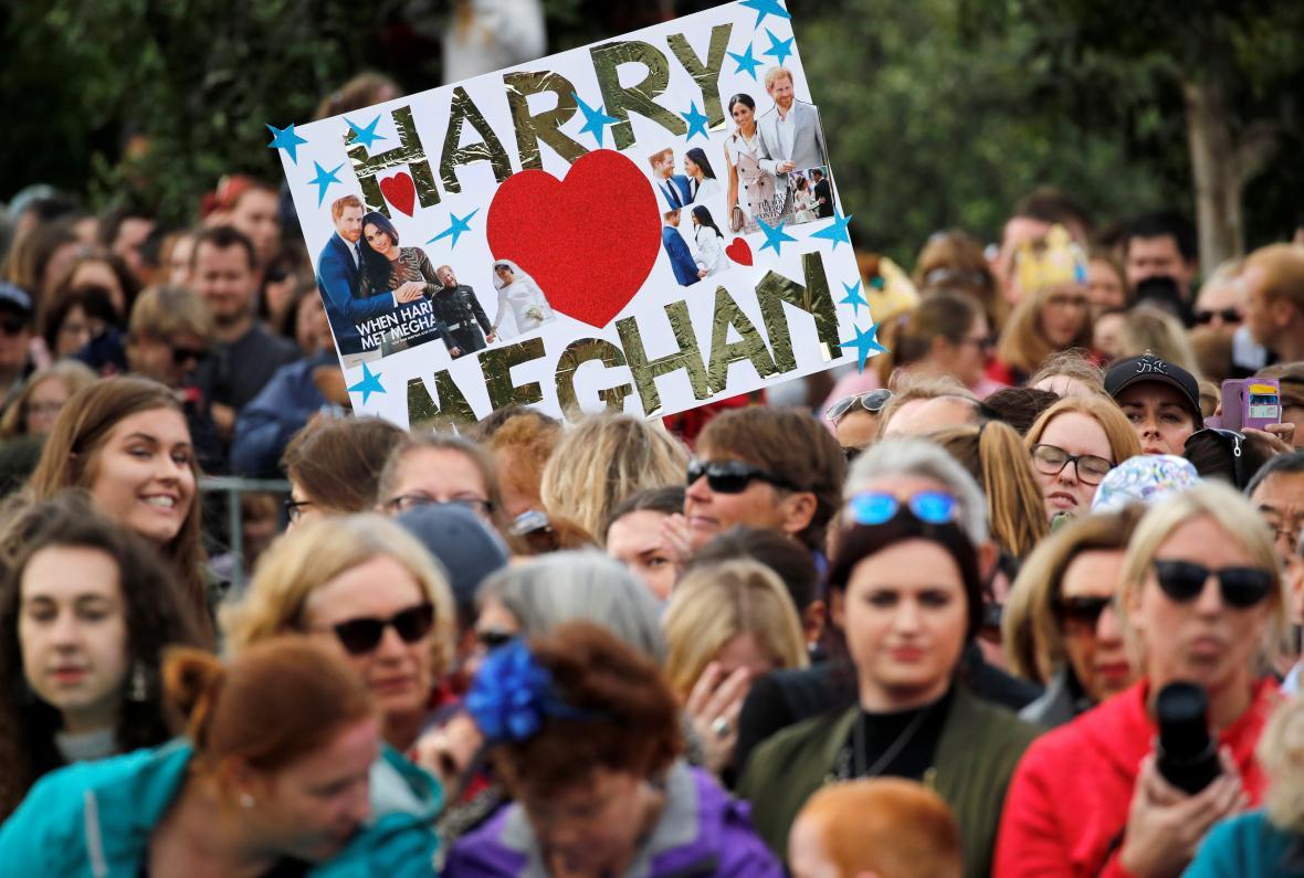 Na prince Harryho s Meghan čekaly ve Wellingtonu nadšené davy