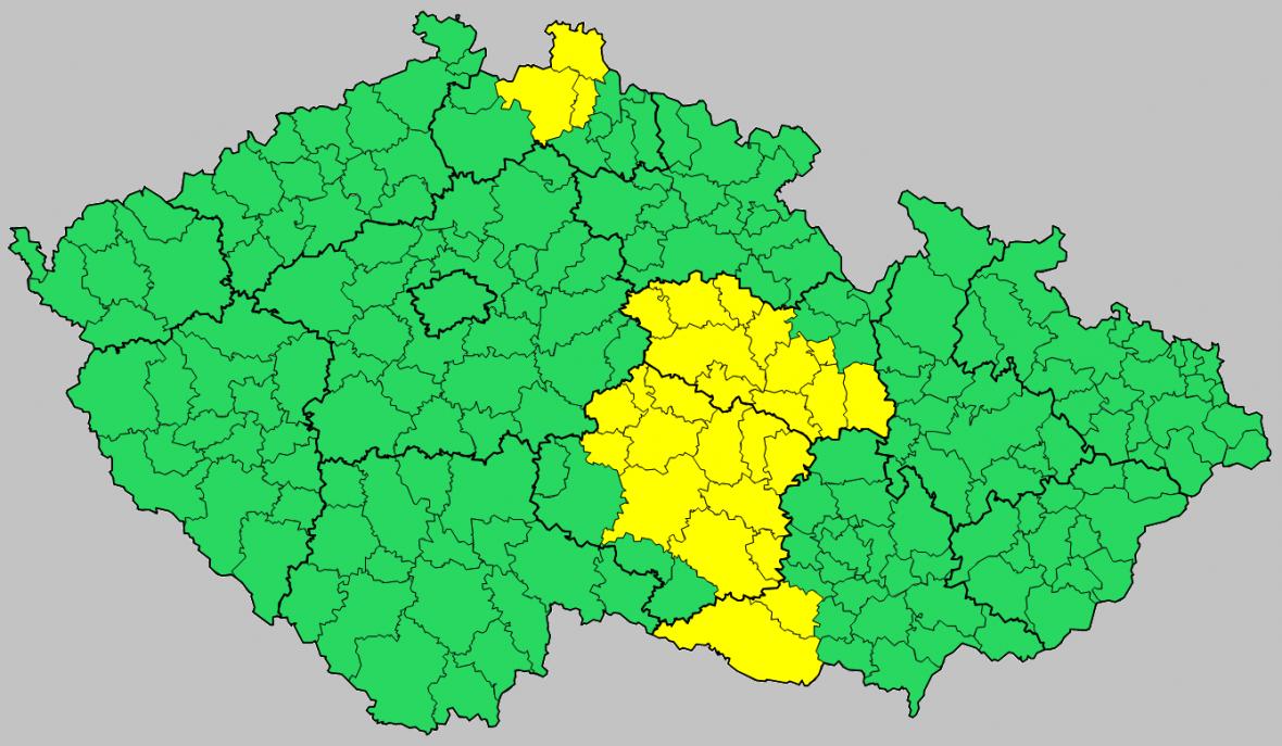 Výstraha před silným větrem - nízký stupeň nebezpečí (žlutě vyznačené oblasti)