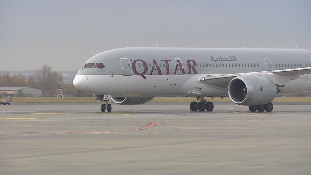 Dreamliner z Dauhá po prvním přistání v Praze