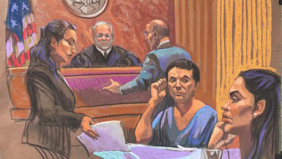 Kresba zachycující Guzmána u soudu koncem října, kdy soudce odmítl odklad začátku procesu