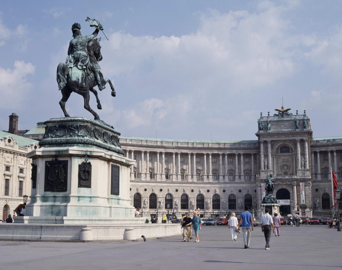 Sochy velkovévody Karla a prince Evžena Savojského před vídeňským Hofburgem
