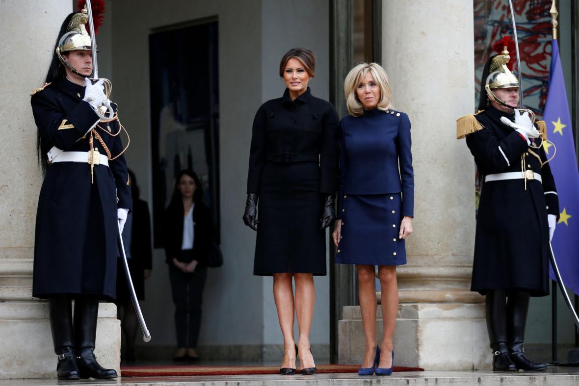 Manželky prezidentů Brigitte Macronová a Melania Trumpová