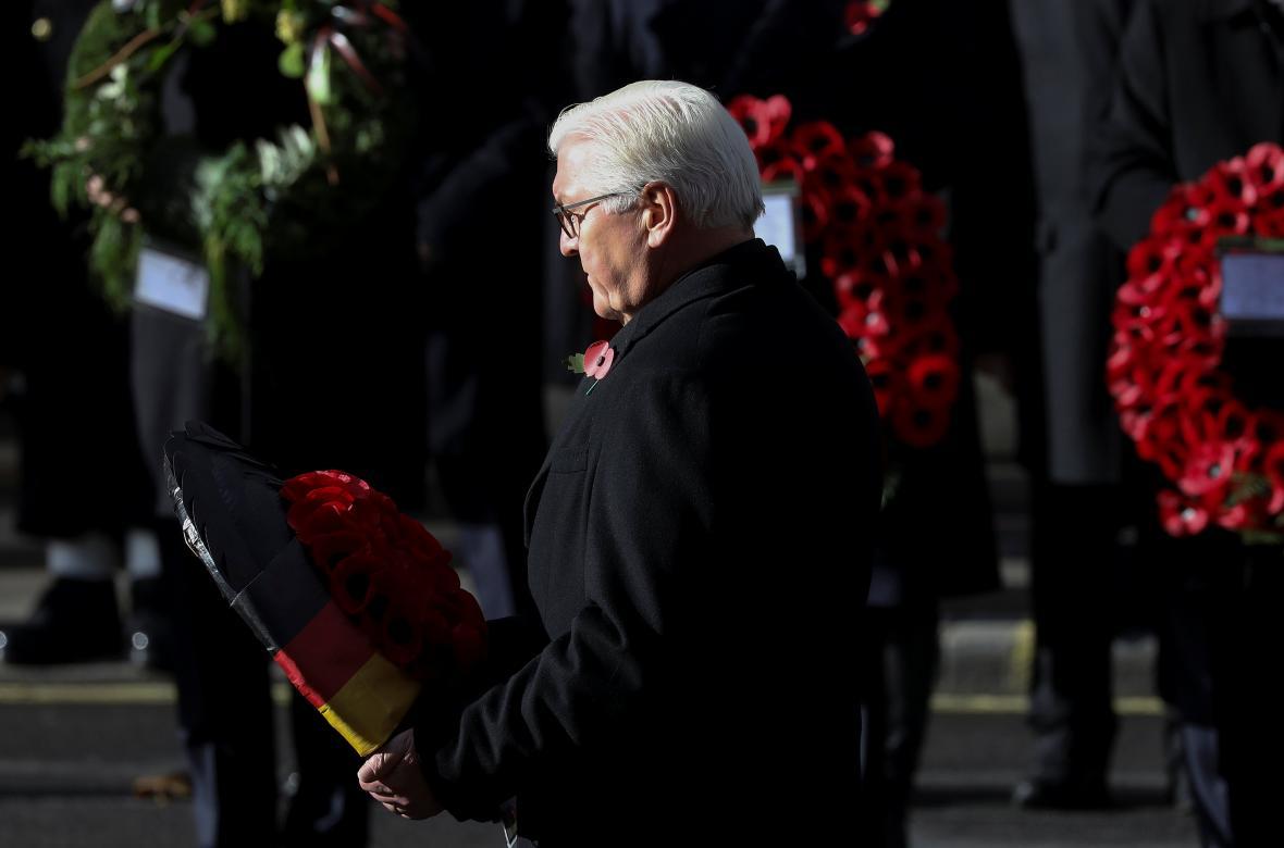 Německý prezident Frank-Walter Steinmeier klade věnec u památníku Cenotaph