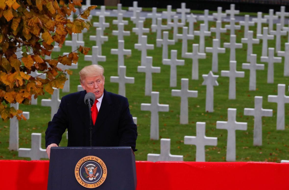 Donald Trump na hřbitově amerických vojáků na pařížském předměstí Suresnes