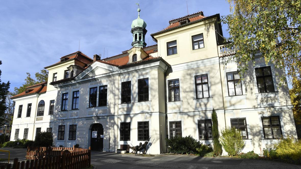 Veleslavínský zámek
