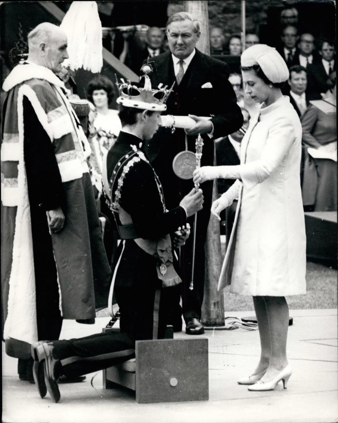V roce 1969 je Charles korunován princem z Walesu