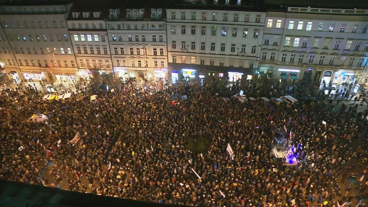 Demonstrace proti Andrej Babišovi na Václavském náměstí