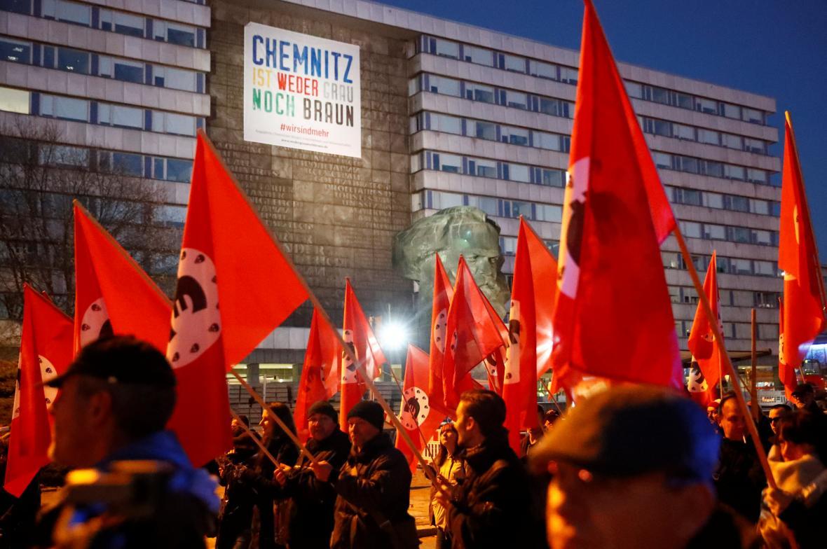 Demonstrace v Chemnitzu kvůli návštěvě kancléřky Merkelové