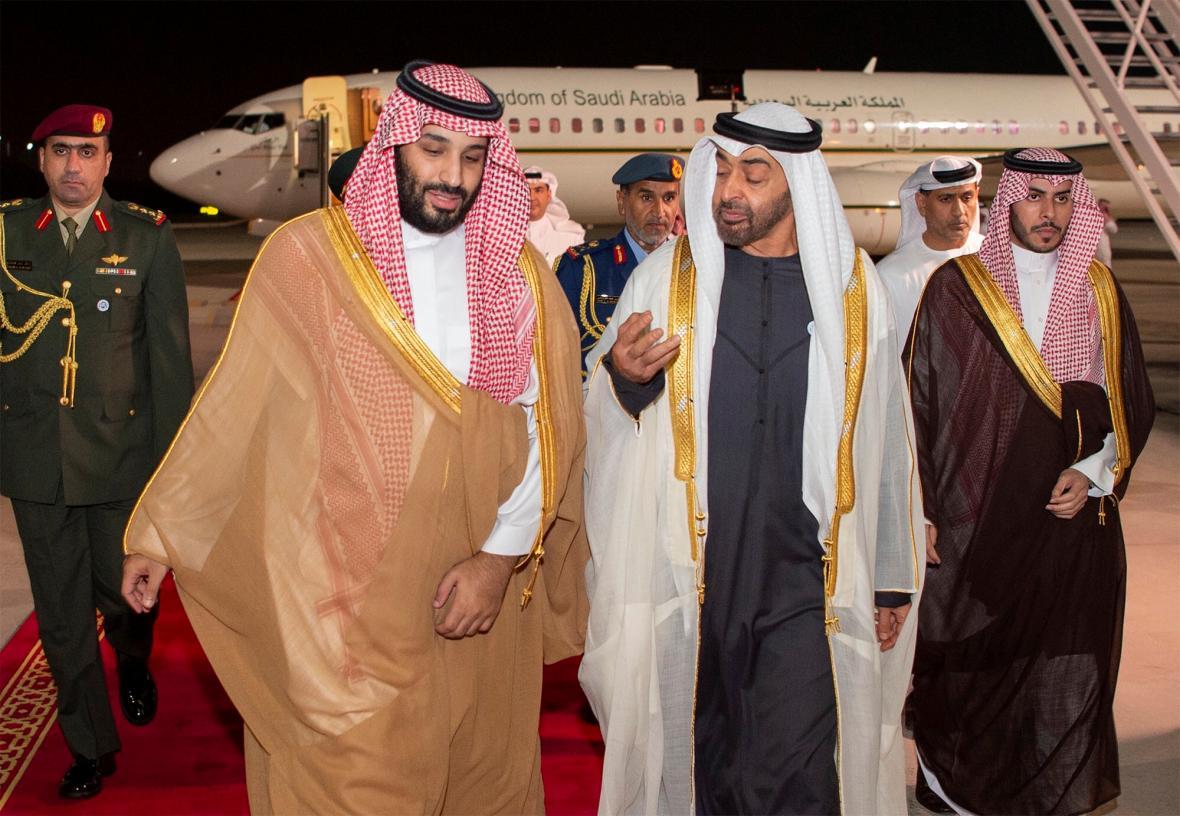 Saúdský princ bin Salmán po příletu do Abú Zabí