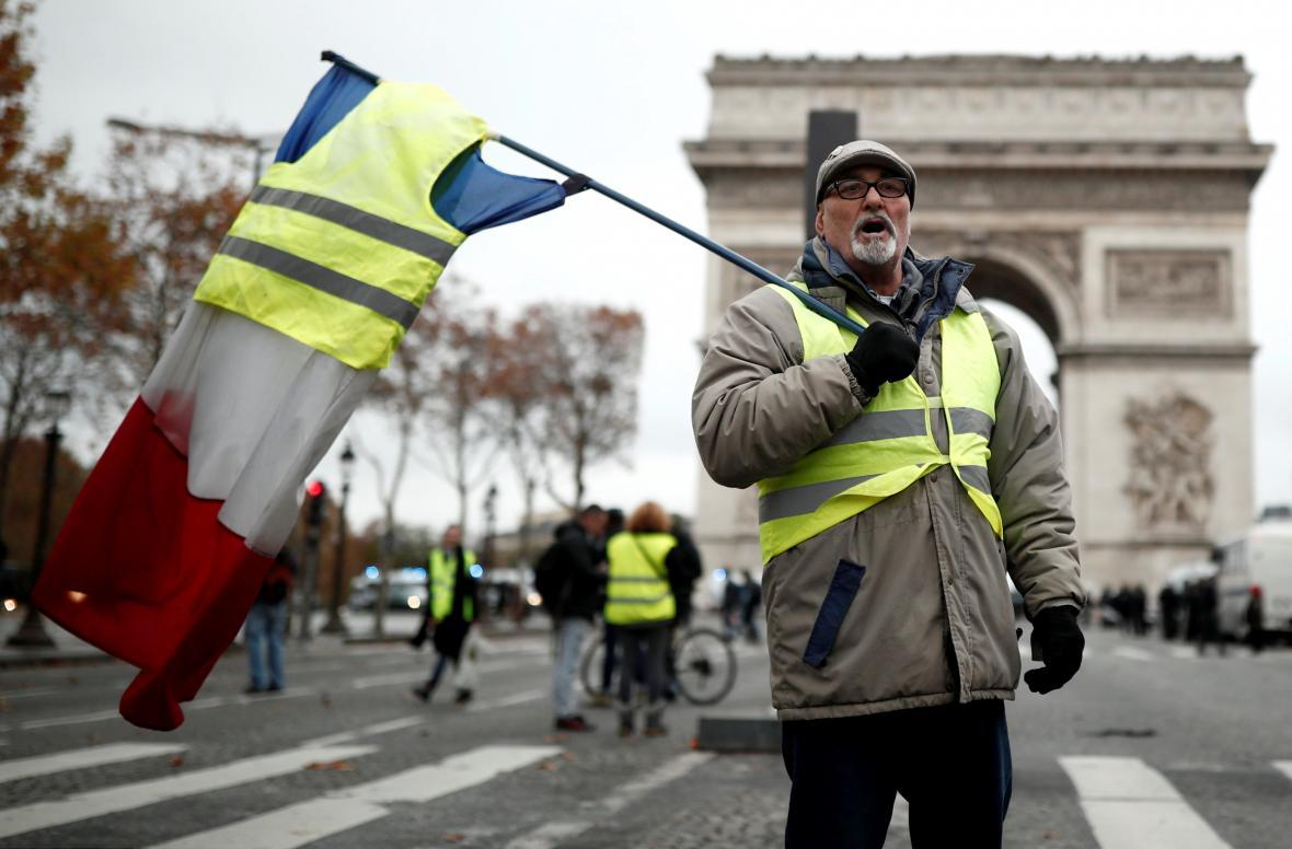 Demonstrace proti zdražování benzinu v Paříži