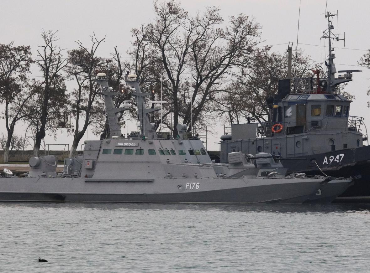 Jedna ze zadržených ukrajinských lodí v kerčském přístavu
