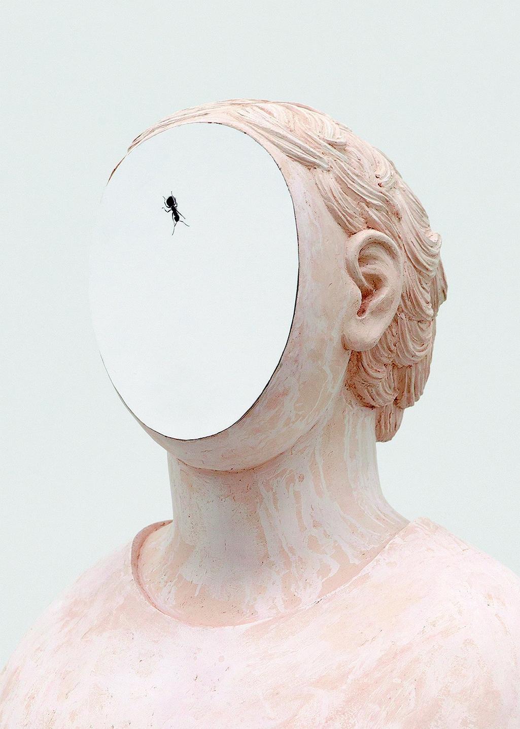 Anna Hulačová: Portrét s mravencem, 2017