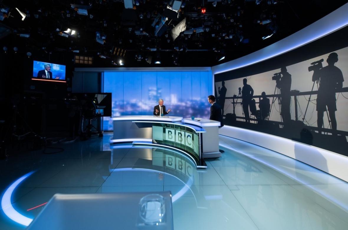 Generální ředitel BBC Tony Hall v rozhovoru pro ČT24