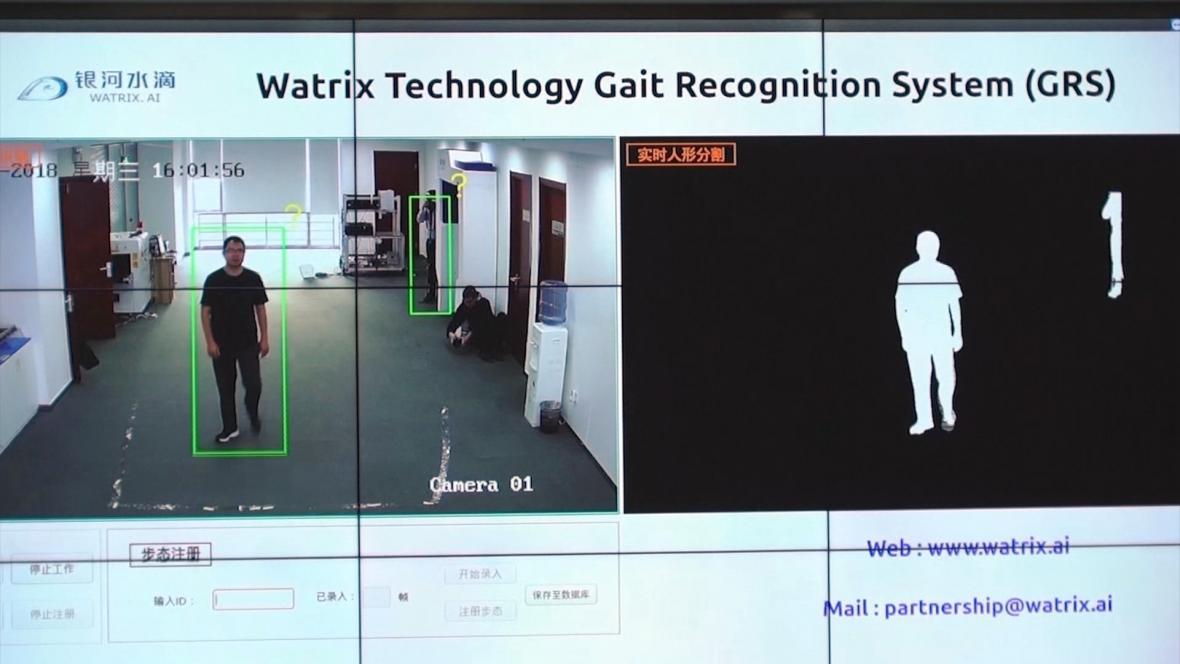 Sledovací systém rozezná lidi podle chůze a tělesných proporcí