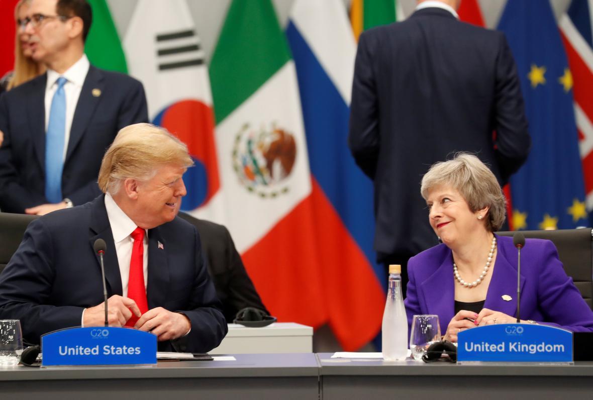 Americký prezident Donald Trump s britskou premiérkou Theresou Mayovou