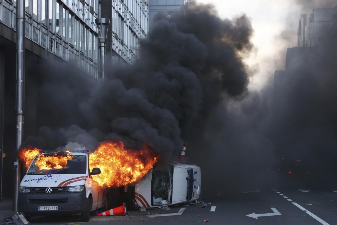 Hořící dodávka v Bruselu
