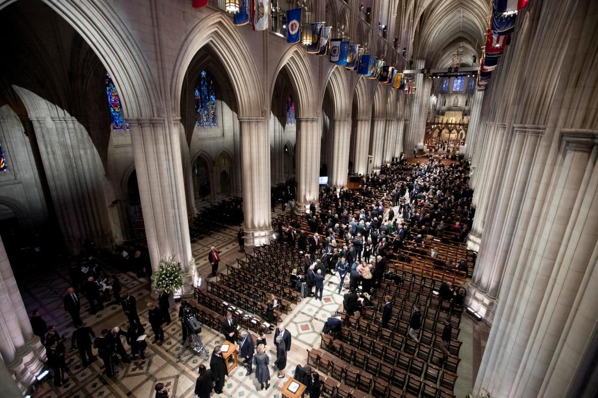 Národní katedrála ve Washingtonu před začátkem pohřbu