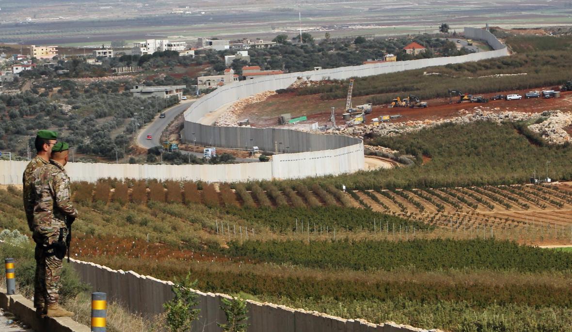 Libanonští vojáci u hranice s Izraelem