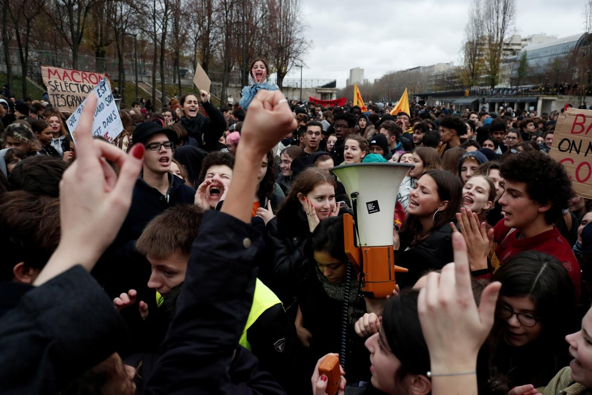 Protesty studentů v Paříži