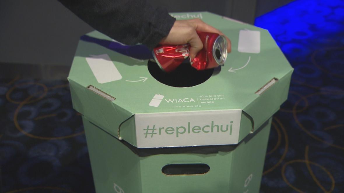 Koš na recyklaci plechovek