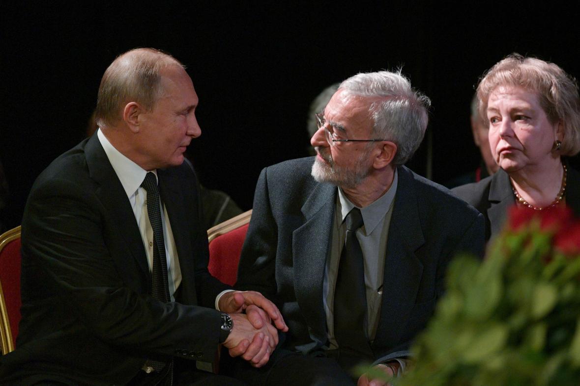 Vladimir Putin se synem Ljudmily Alexejevové Michailem