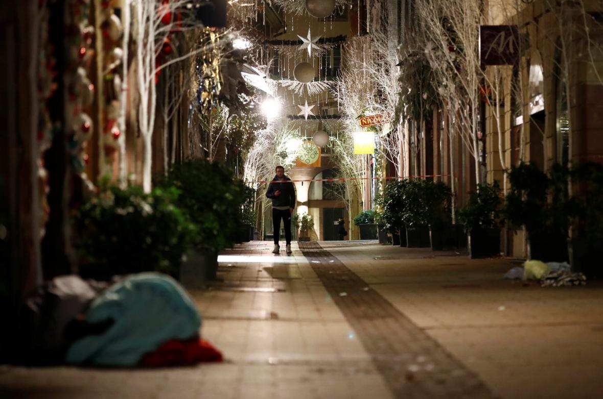 Opuštěná ulice Rue des Orfevres po útoku ve Štrasburku