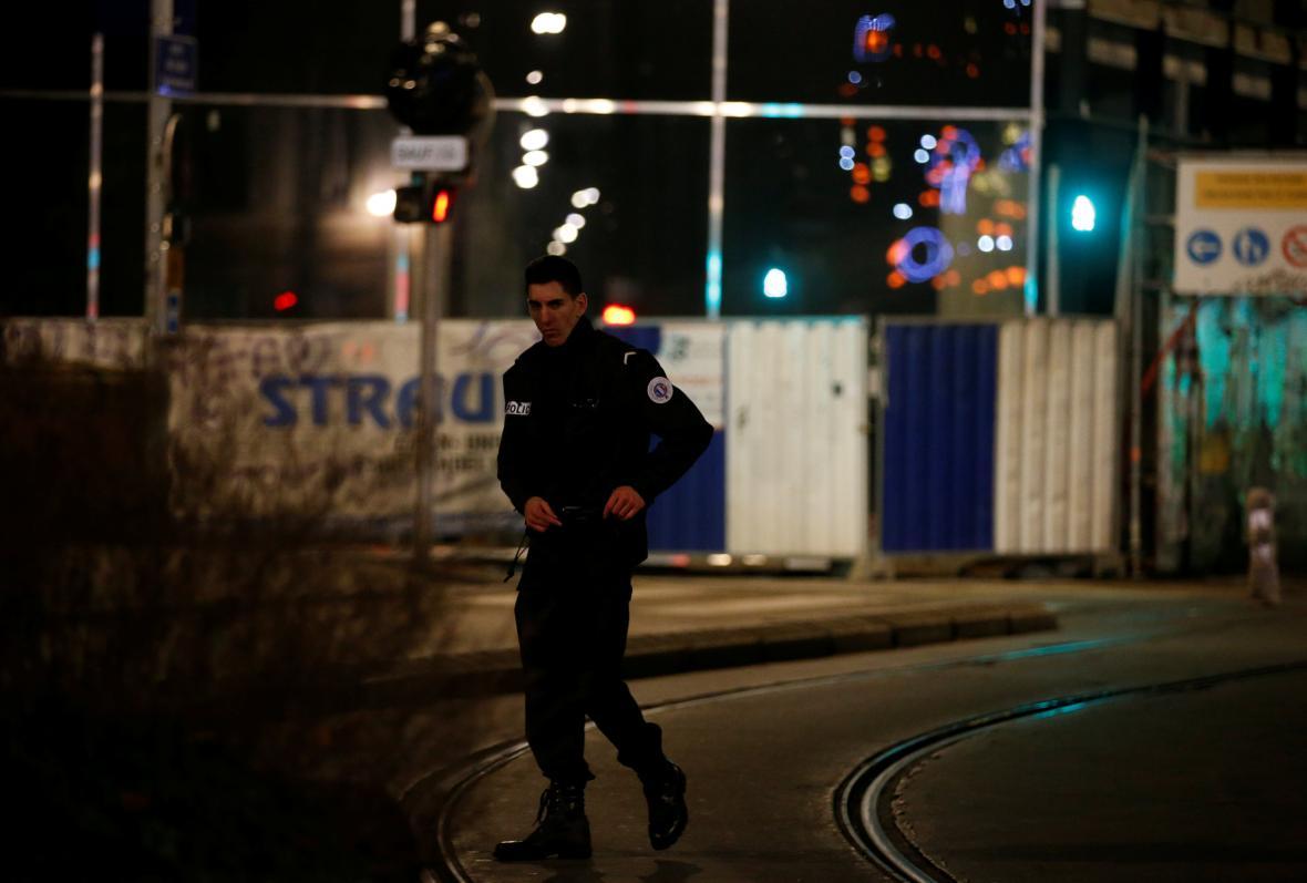 Policie bezprostředně po útoku poslala hlídky do ulic v okolí vánočních trhů