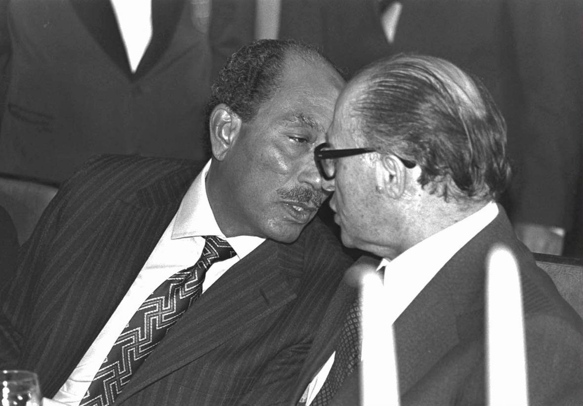 Anvar Sadat během návštěvy Izraele hovoří s Menachemem Beginem