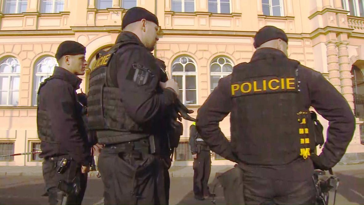 Policie zasahuje u přepadeného klenotnictví v Teplicích