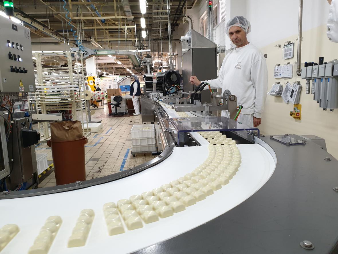 Výroba čokoládových tyčinek