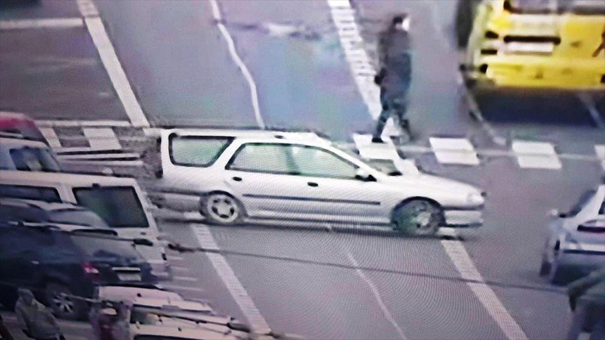 Lupiči z místa činu odjeli v Renaultu Laguna Combi stříbrné barvy