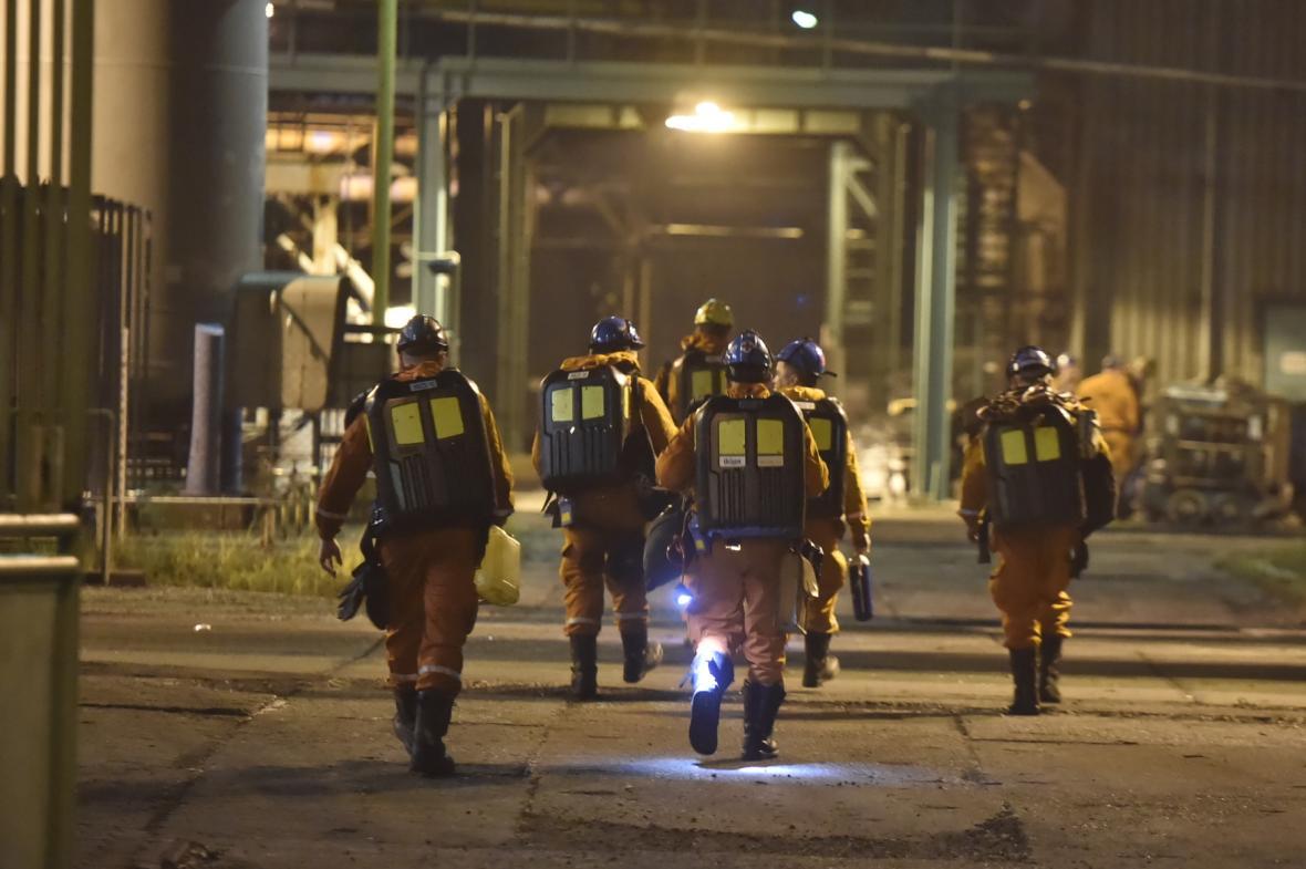 Důlní záchranáři u Dolu ČSM