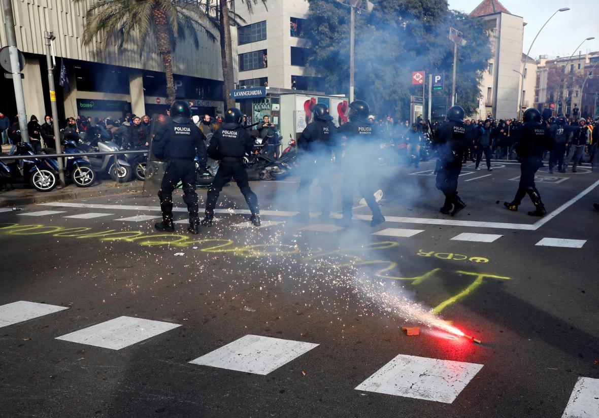 Zásah proti demonstrantům v Barceloně