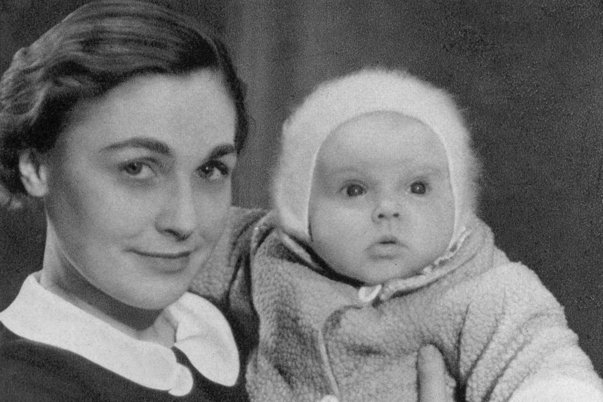 Herečka Elena Hálková Štěpánková s dcerou Janou (1935)