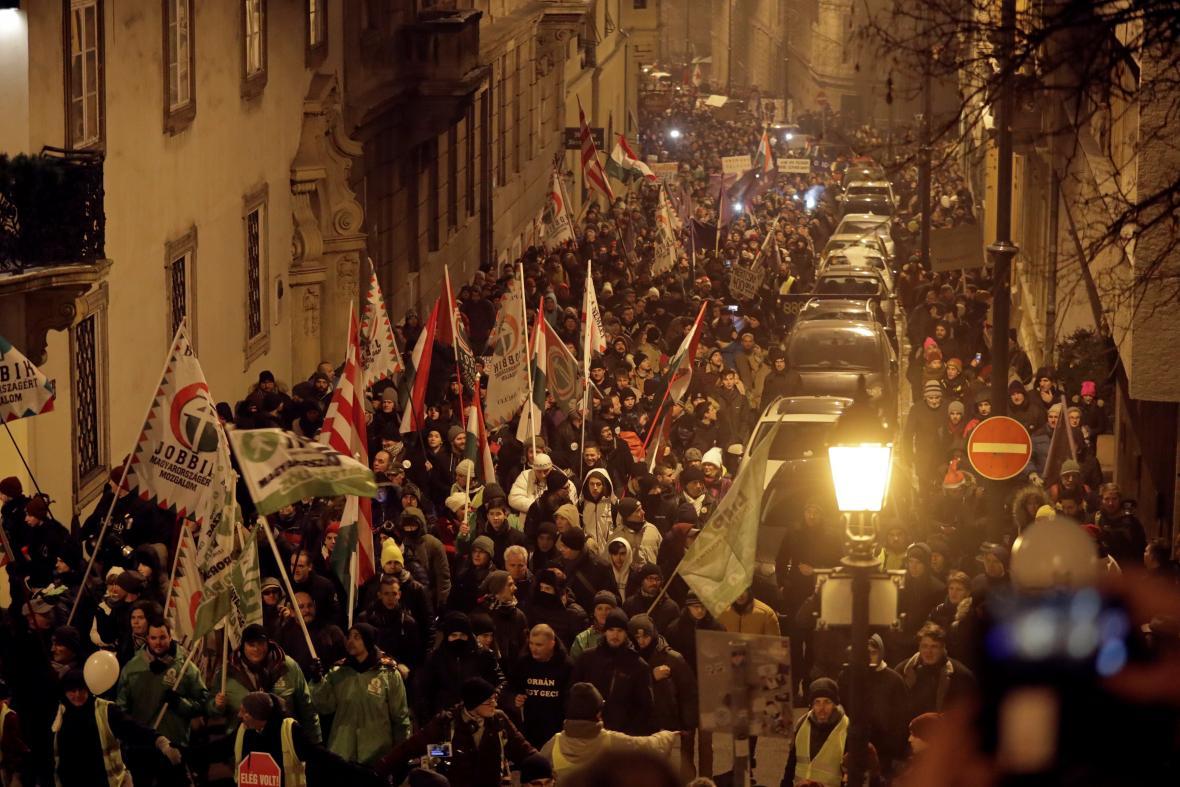 Demonstrace proti maďarské novele zákoníku práce