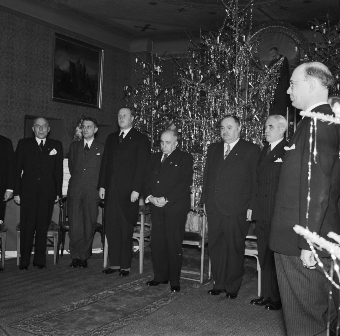 Státní prezident dr. Emil Hácha (uprostřed)