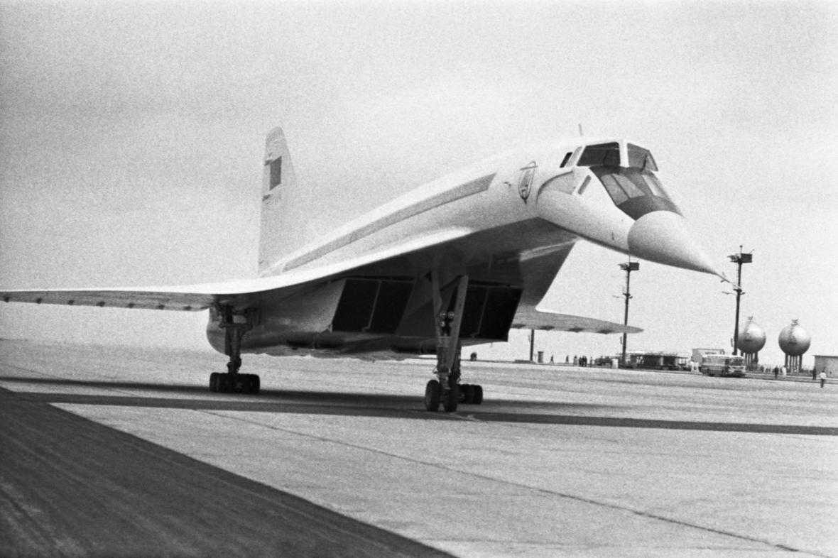 Letoun TU-144 na pražském letišti v Ruzyni (snímek z 23. 5. 1971)