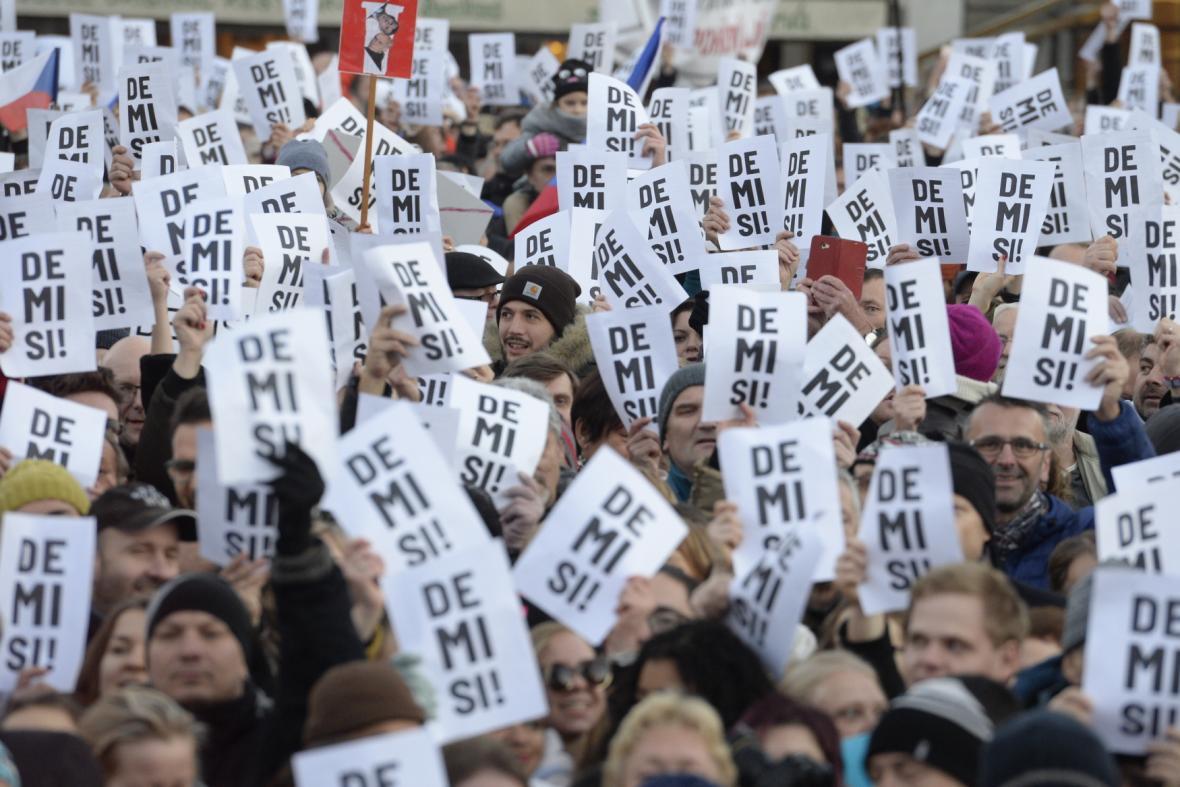 Demonstrace proti premiérovi Andreji Babišovi 17. listopadu 2018 na Staroměstském náměstí v Praze