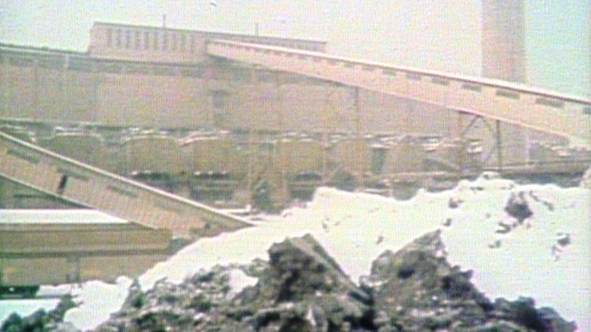 Uhlí zamrzlo u elektráren i v dolech