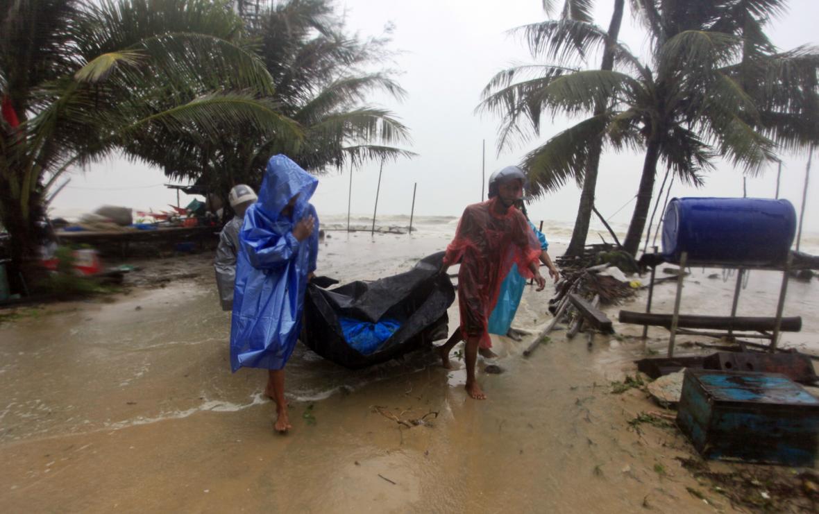 Tropická bouře Pabuk zasáhla thajské pobřeží