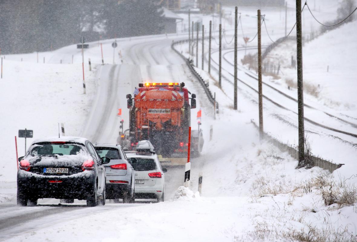 Bavorsko bojuje s přívaly sněhu