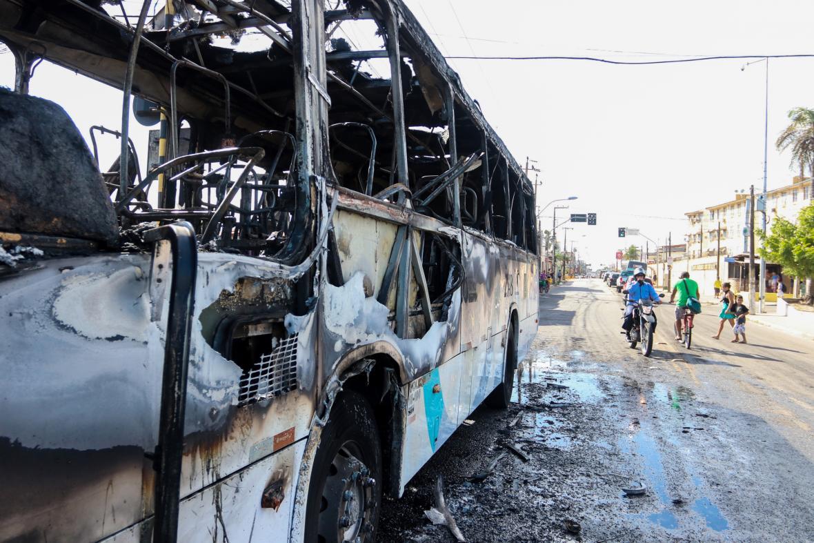 Následky nepokojů v brazilském městě Fortaleza