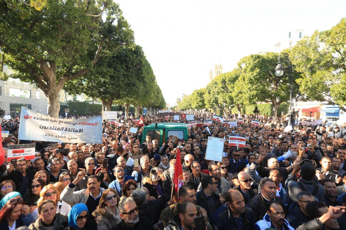Demonstrace učitelů v Tunisku za lepší platy