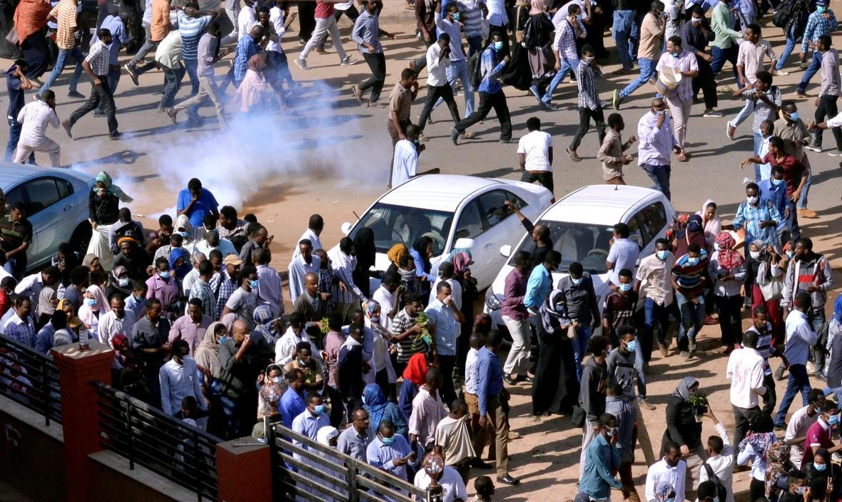 Protivládní demonstrace v súdánském Chartúmu