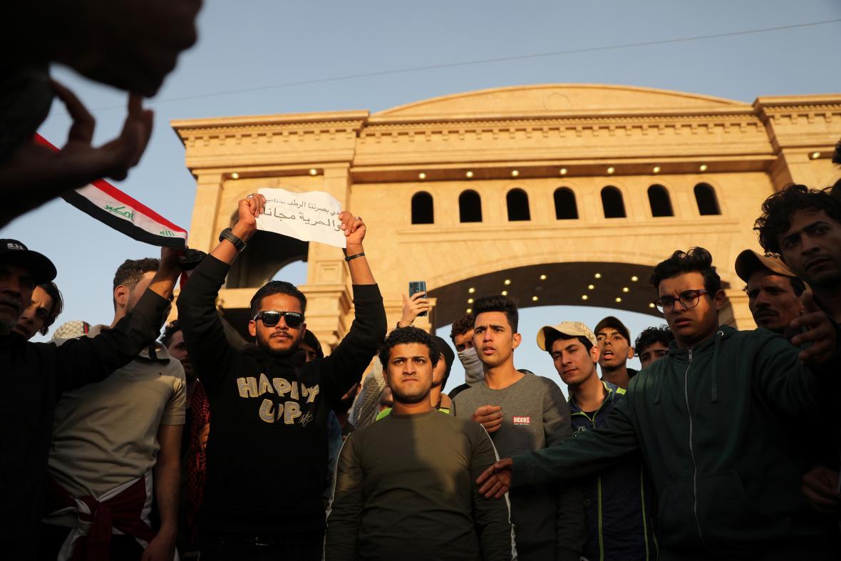 Lednová demonstrace v Basře v Iráku kvůli vysoké nezaměstnanosti