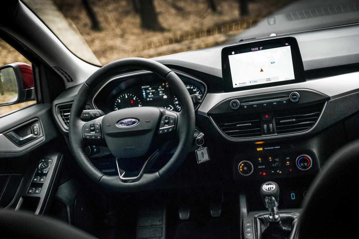 Ford Focus interiér